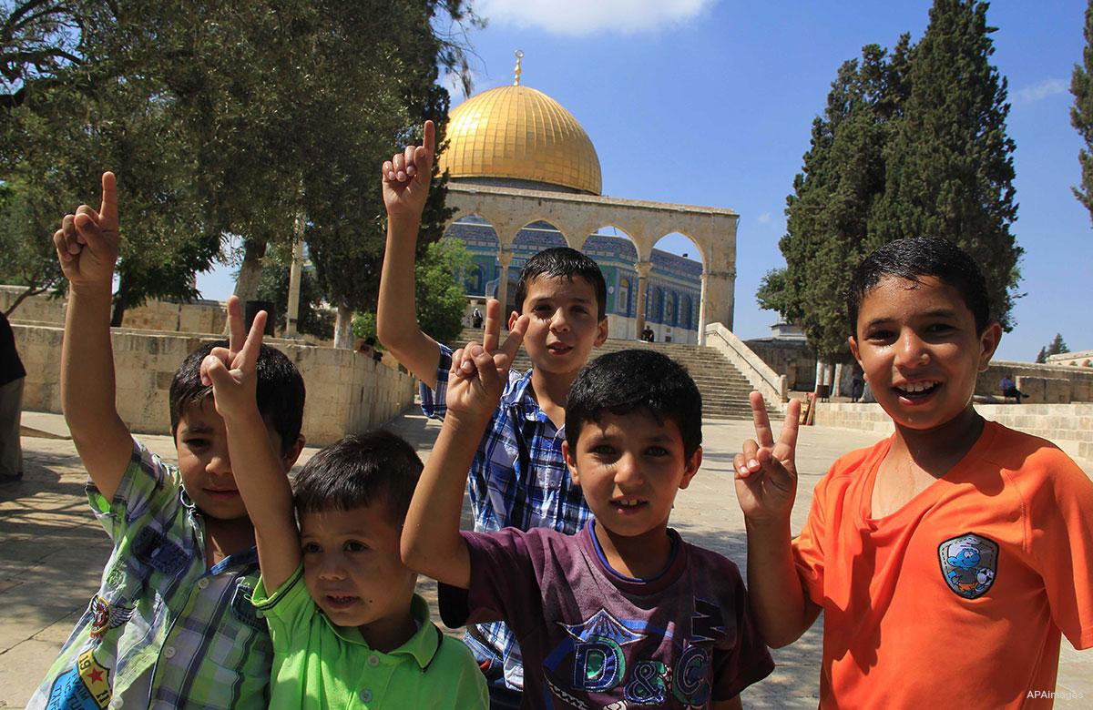 Israel prevents Palestinian students from entering school in Al-Aqsa Mosque: